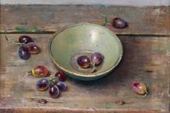 Schaaltje met druiven op houten plank 30x45 cm 2011